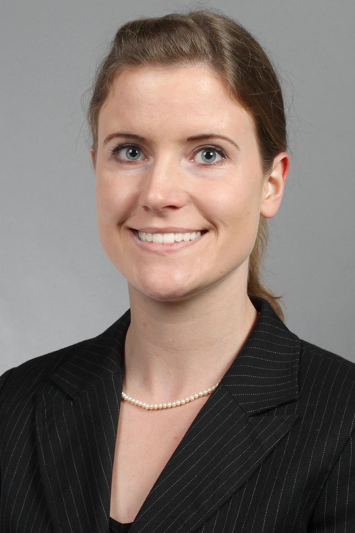 Dr. Bettina Stahnke